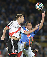 BOGOTÁ -COLOMBIA, 16-07-2014. Anderson Plata (Der) jugador de Millonarios (COL) disputa un balón con German Pezella (Izq) jugador de River Plate (ARG) durante partido en homenaje al fallecido futbolista argentino Alfredo Di Stéfano jugado en el estadio Nemesio Camacho El Campín de la ciudad de Bogotá./ Anderson Plata (R) player of Millonarios (COL) fights for the ball with German Pezella (L) player of River Plate (ARG) during match in honor of the deceased argentinean soccer player Alfredo Di Stefano played at Nemesio Camacho El Campin stadium in Bogotá city. Photo: VizzorImage/ Gabriel Aponte / Staff