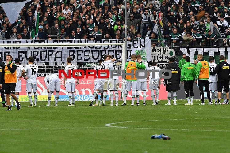 24.04.2016, Borussia-Park, Moenchengladbach, GER, 1.FBL,  Borussia Moenchengladbach vs TSG 1899 Hoffenheim <br /> im Bild / picture shows: <br /> nach dem Ende des Spiels bedanken sich die Spieler von      bei ihren Fans Sieg / Jubel / gl&uuml;cklich / zufrieden, Gestik, Mimik,<br /> <br /> <br /> <br /> <br /> Foto &copy; nordphoto / meuter