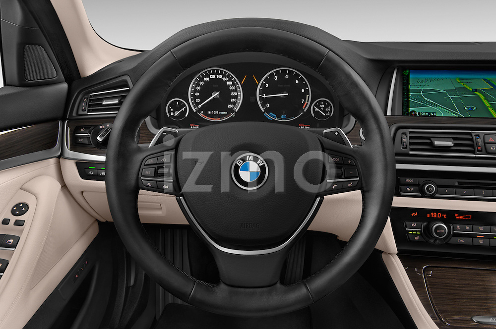 Car pictures of steering wheel view of a 2015 BMW SERIES 5 ActiveHybrid 5 Luxury 4 Door Sedan Steering Wheel