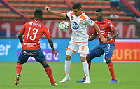 MEDELLIN- COLOMBIA, 24-03-2019: jesús David Murillo  (Der.) jugador del Independiente Medellín  disputa el balón con Michael Nike Gómez(Izq.) Jugador del Envigado  durante partido por la fecha 11 de La Liga Aguila I 2019 ,jugado en el estadio Atanasio Girardot de la ciudad de Medellín / jesús David Murillo (R) player of Independiente Medellin  vies for the ball with Michael Nike Gómez (L) of Envigado during match for the date 11 as part Aguila League I 2019 between Independiente Medellin  and Envigado played at Atanasio Girardot stadium in Medellin  city.  Photo: VizzorImage / León Monsalve  / Contribuidor