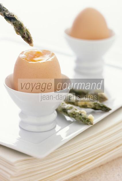Gastronomie générale / Cuisine générale :  Oeufs à la coque et mouillettes d'asperges  en tempura