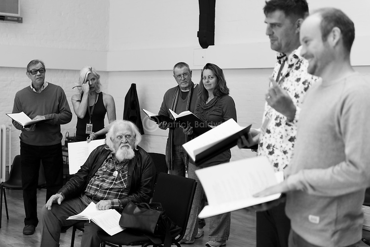 """King Lear"" rehearsed reading rehearsals. Old Vic Theatre. Director: Jonathan Miller. L to R: Michael York, Felicity Dean, Joss Ackland, John Nettles, Greta Scaachi, Christopher Brand, Jack Tarlton."