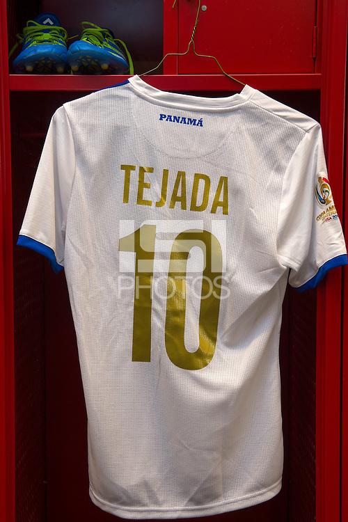 Photo before the match Chile vs Panama, Corresponding to Group -D- America Cup Centenary 2016 at Lincoln Financial Field.<br /> <br /> Foto previo al partido Chile vs Panama, Correspondiente al Grupo -D- de la Copa America Centenario 2016 en el  Lincoln Financial Field, en la foto: Vestudores de Panama con Uniforme de Luis tejada<br /> <br /> <br /> 14/06/2016/MEXSPORT/Osvaldo Aguilar.