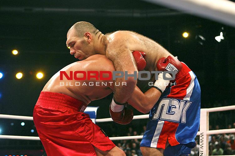 NABA-Meisterschaft im Schwergewicht<br /> NABA Heavyweight Title 12 rounds<br /> Berufsboxgala in der EWE Arena in Oldenburg<br /> Jean-Francois Bergeron (Kanada #Titelverteidiger / Champion) vs Nikola Valuev ( Russland # Herausforderer / Challenger )<br /> Runde 4 <br /> <br /> Foto &copy; nph ( nordphoto )<br /> <br /> <br /> <br /> <br /> <br /> <br /> <br /> <br /> <br /> <br /> <br /> <br /> <br /> <br /> <br /> <br /> <br /> <br /> <br /> <br /> <br /> <br /> <br /> <br /> <br /> <br /> <br /> <br /> <br /> <br /> <br />  *** Local Caption ***