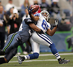 Indianapolis Colts wide receiver Troy Walters (R) grabs a pass under defensive pressure from Seattle Seahawks linebacker D.D. Lewis (L) during first half of NFL game in Seattle, Washington on December 24, 2005.   REUTERS/Steve Dipaola