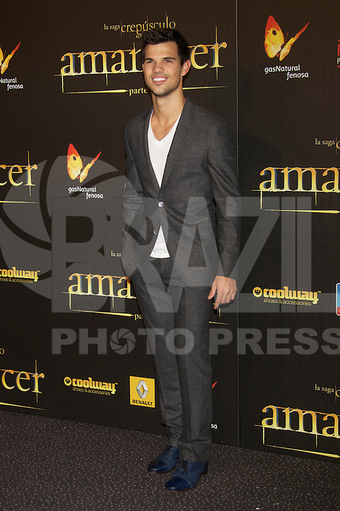 "ATENÇAO EDITOR  FOTO EMBARGADA PARA VEICULOS INTERNACIONAIS - MADRI, ESPANHA, 14 NOVEMBRO 2012 - O ator Taylor Lautner durante premiere de ""The Twilight Saga: Breaking Dawn - Part 2"" em Madrid capital da Espanha, neste sabado, 15. (FOTO: ALFAQUI / BRAZIL PHOTO PRESS)."