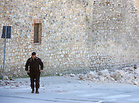 Le mura di Norcia danneggiate dalla scossa di terremoto di magnitudo 6.5 avvenuta alle 7,41, 30 ottobre 2016.<br /> A Carabinieri officer walks past the walls of Norcia damaged by the magnitude 6.5 earthquake that hit Italy at 7,41 am, 30 October 2016.<br /> UPDATE IMAGES PRESS/Riccardo De Luca