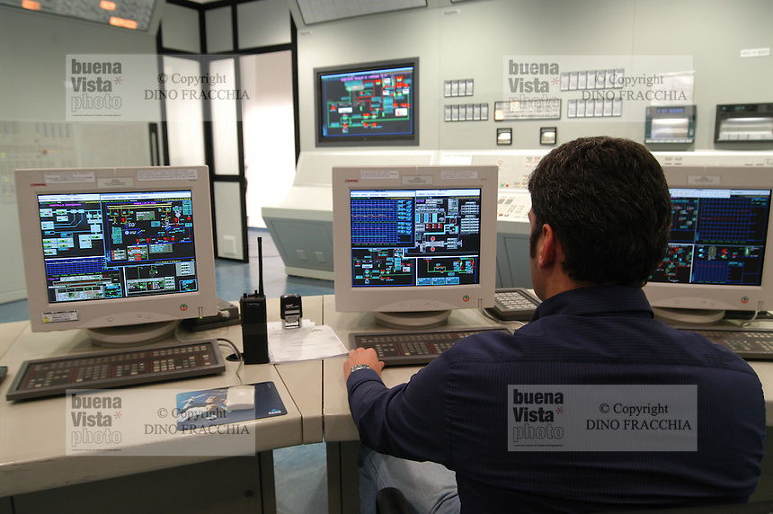 - AEM (Energetic Company of Milan), thermoelectrical turbogas power station, control room....- AEM (Azienda Energetica Milanese), centrale termoelettrica a turbogas, sala di controllo..