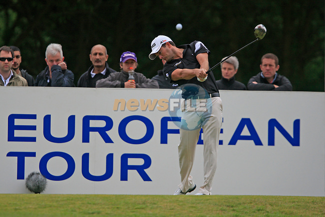 Gareth Maybin (NIR) tees off on the 6th tee during Day 3 of the BMW PGA Championship Championship at, Wentworth Club, Surrey, England, 28th May 2011. (Photo Eoin Clarke/Golffile 2011)
