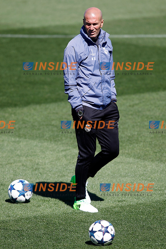 Real Madrid's coach Zinedine Zidane during training session. May 1,2017.(ALTERPHOTOS/Acero)<br /> Champions League 2016/2017<br /> Foto Alterphotos / Insidefoto <br /> ITALY ONLY