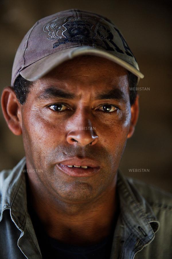 Bresil, etat Minas Gerais, Muzambinho (Nord de Sao Paulo), 30 octobre 2012.<br /> <br /> Societe Stockler, negociant-exportateur de cafe, partenaire de Nespresso dans le cadre du programme AAA.<br /> Entrepot Stockler&nbsp; : portrait de Mario Araujo, manutentionnaire.<br /> Reportage les Chants de cafe_soul of coffee, realise sur les acteurs terrain du programme de developpement durable Triple AAA de Nespresso.<br /> <br /> Brazil, Minas Gerais, Muzambinho, (North of Sao Paulo), October 30, 2012 <br /> <br /> Stockler, Commercial Coffee Exporter, Partner of Nespresso AAA Sustainable Quality Program.<br /> Stockler Warehouse:  A portrait of Mario Araujo, a handler. <br /> Assignment: les Chants de cafe_ Soul of Coffee, implemented on the fields of Nespresso&rsquo;s AAA Sustainable Quality Program.