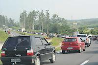 ATENÇÃO EDITOR: FOTO EMBARGADA PARA VEÍCULOS INTERNACIONAIS. - SAO PAULO)27 de dezembro 2012.( TRANSITO) Transito na Rodovia Ayrton Senna Km 127 sentido Dutra.  ADRIANO LIMA / BRAZIL PHOTO PRESS).