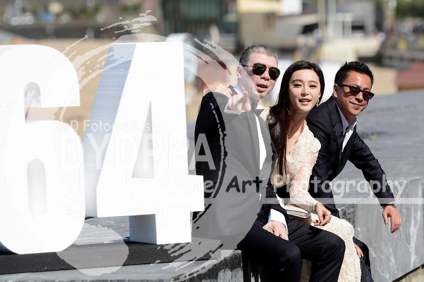 Fen Xiaogang, Fan Bingbing und Wang Zhonglei beim Photocall zu 'El guardian invisible' auf dem 64. Internationalen Filmfestival San Sebastian / Festival Internacional de Cine de Donostia-San Sebastián, 18.09.2016