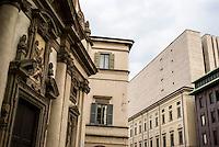 Milano, via Verdi, zona centro. La facciata barocca del Santuario S. Giuseppe e la moderna torre scenica del Teatro alla Scala --- Milan, downtown, Verdi street. The baroque facade of the Sanctuary S. Giuseppe and the modern stage tower of La Scala Theatre