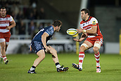 29th September 2017, AJ Bell Stadium, Salford, England; Aviva Premiership Rugby, Sale Sharks versus Gloucester; Gloucester Rugby's Jeremy Thrush passes the ball