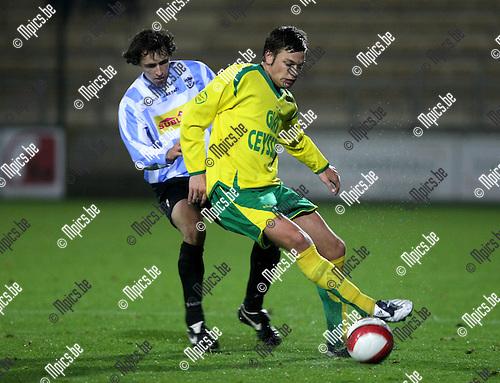2008-10-25 / Voetbal / Verbr. Geel-Meerhout - Heusden-Zolder / Thomas Van Aerschot (L; G-M) met Dietmar Braem..Foto: Maarten Straetemans (SMB)