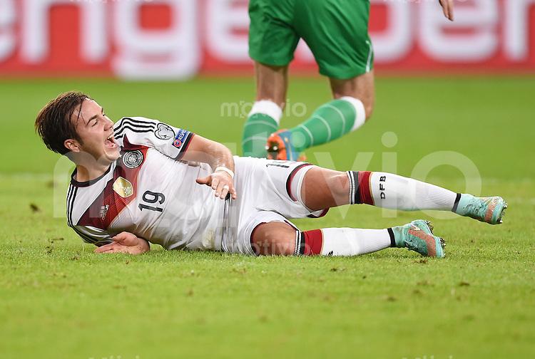 Fussball International EM 2016-Qualifikation  Gruppe D  in Gelsenkirchen 14.10.2014 Deutschland - Irland Mario Goetze (Deutschland) am Boden.