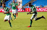 CALI -COLOMBIA-16-11-2013. Carlos Lizarazo (der.) del Deportivo Cali celebra un gol en contra del Deportivo Pasto durante partido válido por la fecha 1 de los cuadrangulares de la Liga Postobón II 2013 jugado en el estadio Pascual Guerrero de la ciudad de Cali./ Deportivo Cali player Carlos Lizarazo (L) celebrates a goal against Deportivo Pasto match valid for the 1th date of the quadrangulars of Postobon League II 2013 played at Pascual Guerrero stadium in  Cali city.Photo: VizzorImage/Juan C. Quintero/STR