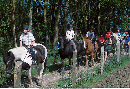 CHILDREN'S PONY TREKKING, PGL Adventure Holidays, Boreatton Park, Shropshire, 010523. Photo: Neil Tingle/Action Plus...2001.equestrian.horse riding.child.children.kids.boy.boys.Youngster.Youngsters.girls.girl.female