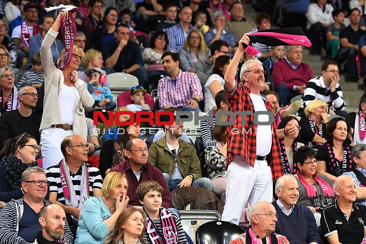 24.03.2017, Telekom Dome, Bonn, GER, easyCreditBBL,Telekom Bonn vs. MHP Riesen Ludwigsburg<br /> <br /> im Bild / picture shows: <br /> Fans, freundlich, Stimmung, farbenfroh, Nationalfarbe, geschminkt, Emotionen, <br /> <br /> <br /> <br /> Foto &copy; nordphoto / Meuter