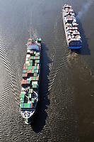 Containerschiff Gigantentreffen: EUROPA, DEUTSCHLAND, HAMBURG, (EUROPE, GERMANY), 16.04.2009: Containerschiff Gigantentreffen auf der Elbe  Ever Conquest (vorne) und Carlotte Maersk,