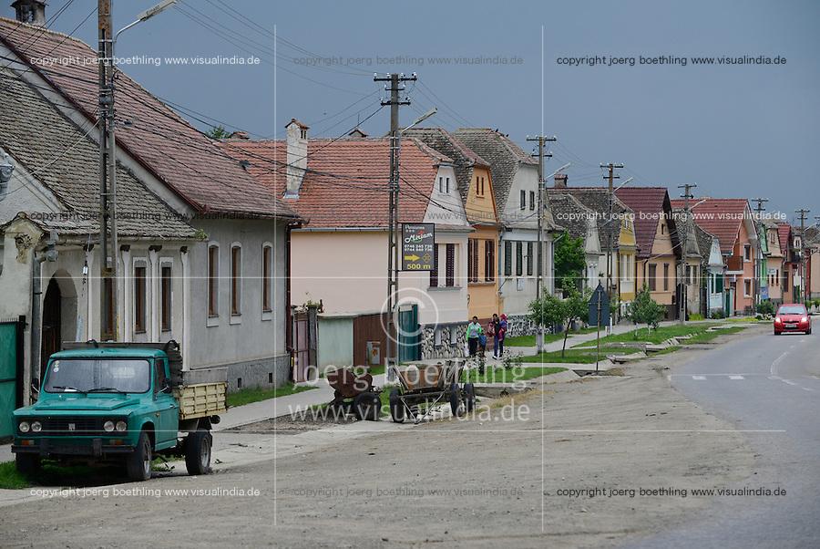 ROMANIA Transylvania  / RUMAENIEN Transsilvanien Siebenbuergen, Dorf Sura Mica, dt. Kleinscheuern, die Siebenbuergener Sachsen haben das Dorf 1990 verlassen