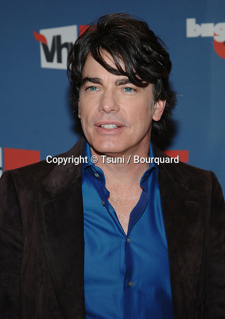Peter Gallagher arriving at the big VH-1 05 on the Sony Studio Lot in Los Angeles. December 3, 2005.