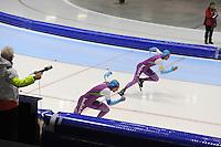 SCHAATSEN: HEERENVEEN: 20-12-2013, IJsstadion Thialf, KKT Trainingswedstrijd, Jesper Hospes (voor), Michel Mulder, ©foto Martin de Jong