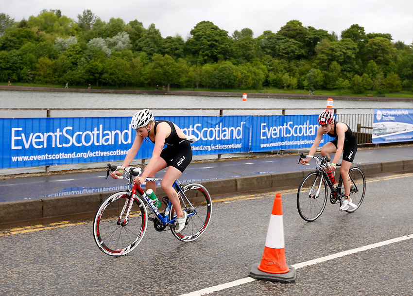 Photo: Richard Lane/Richard Lane Photography. GE Strathclyde Park Triathlon. 22/05/2011. Elite Youth Female triathlon. Ellie Walton leads Sophie Coldwell in the cycling.