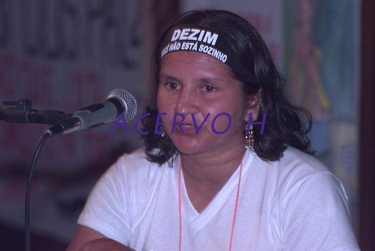 Tribunal da Terra.<br /> Belém, Pará, Brasil.<br /> Foto Paulo Santos<br /> 28/10/2002 Viuva de Dezin, liderança agrária assassinada durante seu depoimento.