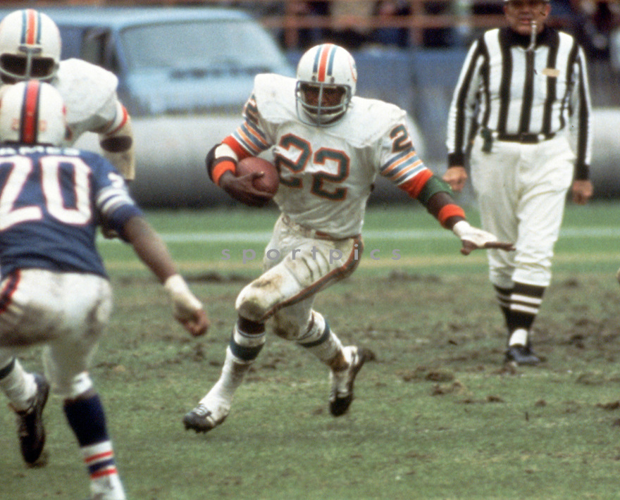 Miami Dolphins Mercury Morris (22) during a game from his 1972 season with the Miami Dolphins. Mercury Morris played for 8 season with 2 different teams and was a 3-time Pro Bowler.(SportPics)