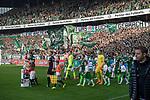 15.04.2018, Weser Stadion, Bremen, GER, 1.FBL, Werder Bremen vs RB Leibzig, im Bild<br /> <br /> Fans Feature im Stadion<br /> Ostkurve Fahnen Bahner Stimmung Emotionen<br /> Einlaufkids vor dem Spiel / Feature / Impression / Kinder<br /> Florian Kohfeldt (Trainer SV Werder Bremen)<br /> <br /> Foto &copy; nordphoto / Kokenge