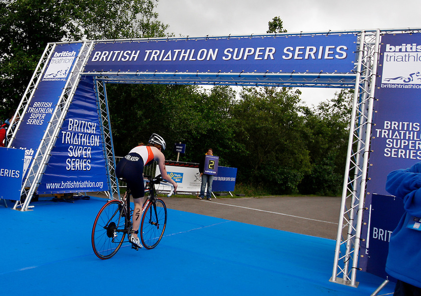Photo: Richard Lane/Richard Lane Photography. British Triathlon Super Series, Parc Bryn Bach. 18/07/2009. .Cycling in the Women's Elite Race.