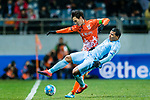 Jiangsu FC Forward Roger Beyker Martinez (R) fights for the ball with Jeju United FC Defender Oh Bansuk (L) during the AFC Champions League 2017 Group H match between Jeju United FC (KOR) vs Jiangsu FC (CHN) at the Jeju World Cup Stadium on 22 February 2017 in Jeju, South Korea. Photo by Marcio Rodrigo Machado / Power Sport Images