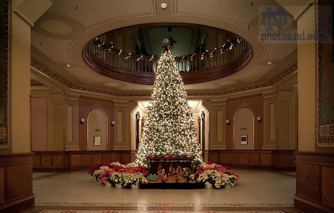2009 Main Bldg XMas Tree.jpg   University of Notre Dame Photography
