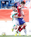 Atletico de Madrid's Gabi Fernandez (r) and Granada Club de Futbol's David Barral during La Liga match. April 17,2016. (ALTERPHOTOS/Acero)
