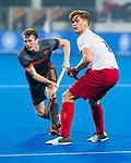 BHUBANESWAR (INDIA) -  Seve van Ass (Ned) met Floris van Son (Can) tijdens Nederland-Canada (5-0) bij het WK Hockey heren.  COPYRIGHT KOEN SUYK