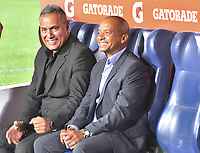IBAGUE - COLOMBIA, 11-02-2020: Hernan Torres (Izq) técnico del Tolima sonrie durante partido por la fase 2 vuelta de la Copa CONMEBOL Libertadores 2020 entre Deportes Tolima de Colombia y CSD Macará de Ecuador jugado en el estadio Manuel Murillo Toro de la ciudad de Ibagué. / Hernan Torres (L) coach of Tolima smiles during match for the phase 2 second leg as part of Copa CONMEBOL Libertadores 2020 between Deportes Tolima of Colombia and CSD Macara of Ecuador played at Manuel Murillo Toro stadium in Ibague. Photo: VizzorImage / Juan Carlos Escobar / Cont