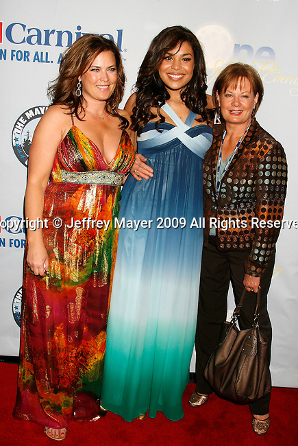 """SAN PEDRO, CA. - March 26: Jodi Sparks (mother), Jordin Sparks and grandmother Pam Weidmann arrive at the """"One Splendid Evening"""" sponsored by Carnival Cruise Lines and benefiting VH1 Save The Music held on the Carnival Splendor at Port Of Los Angeles on March 26, 2009 in San Pedro, California."""