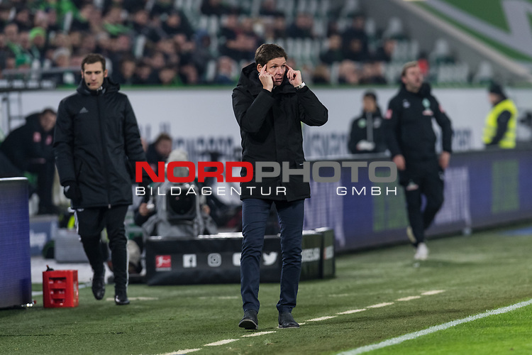 01.12.2019, Volkswagen Arena, Wolfsburg, GER, 1.FBL, VfL Wolfsburg vs SV Werder Bremen<br /> <br /> DFL REGULATIONS PROHIBIT ANY USE OF PHOTOGRAPHS AS IMAGE SEQUENCES AND/OR QUASI-VIDEO.<br /> <br /> im Bild / picture shows<br /> Oliver Glasner (Trainer / Cheftrainer VfL Wolfsburg) in Coachingzone / an Seitenlinie, <br /> <br /> Foto © nordphoto / Ewert
