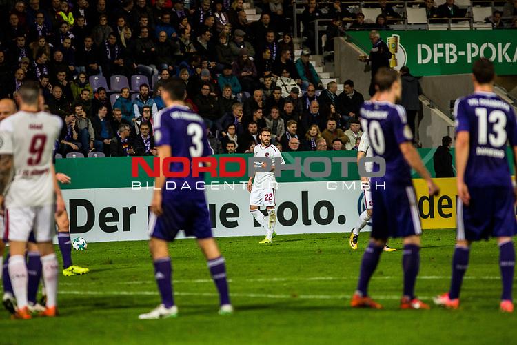 25.10.2017, Stadion an der Bremer Br&uuml;cke , Osnabr&uuml;ck, GER, DFB Pokal, Runde 2, VfL Osnabr&uuml;ck vs 1. FC N&uuml;rnberg<br /> , <br /> <br /> im Bild | pictures shows:<br /> Freistoss f&uuml;r den Club durch Enrico Valentin (1. FC Nuernberg #22), <br /> <br /> Foto &copy; nordphoto / Rauch