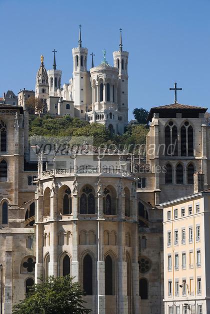 Europe/France/Rhône-Alpes/69/Rhône/Lyon:    L'église primatiale Saint-Jean (Gothique) et la basilique Notre-Dame-de-Fourvière (1896 Gothico-byzantine)