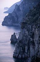 Europe/Italie/Côte Amalfitaine/Campagnie/Env de Positano : Soleil couchant sur la côte