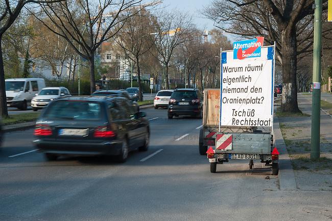 AfD-Plakat gegen Fluechtlinge in Berlin-Zehlendorf.<br />Mit dem Plakat &quot;Warum raeumt eigentlich niemand den Oranienplatz? Tschuess Rechtsstaat&quot; beteiligt sich die rechte Partei Partei an der Stimmumgsmache von CDU, Pro-Deutschland, NPD und verschiedenen Berliner Boulevard- und Tageszeitungen gegen die Fluechtlinge, die seit ueber einem Jahr auf dem Oranienplatz in Berlin-Kreuzberg campieren. <br />30.3.2014, Berlin<br />Copyright: Christian-Ditsch.de<br />[Inhaltsveraendernde Manipulation des Fotos nur nach ausdruecklicher Genehmigung des Fotografen. Vereinbarungen ueber Abtretung von Persoenlichkeitsrechten/Model Release der abgebildeten Person/Personen liegen nicht vor. NO MODEL RELEASE! Don't publish without copyright Christian-Ditsch.de, Veroeffentlichung nur mit Fotografennennung, sowie gegen Honorar, MwSt. und Beleg. Konto:, I N G - D i B a, IBAN DE58500105175400192269, BIC INGDDEFFXXX, Kontakt: post@christian-ditsch.de]