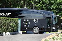 Mannschaftsbus kommt beim Training an - 28.05.2018: Training der Deutschen Nationalmannschaft zur WM-Vorbereitung in der Sportzone Rungg in Eppan/Südtirol