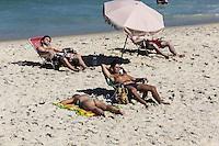 RIO DE JANEIRO, 29.06.2013 - CLIMA TEMPO / RIO DE JANEIRO - Movimentação na Praia de Ipanema na cidade do Rio de Janeiro, neste sábado, 29. (Foto: Vanessa Carvalho / Brazil Photo Press).