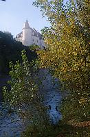 Europe/France/Midi-Pyrénées/46/Lot/Vallée de la Dordogne/Lacave: Brumes sur le château de la Treyne