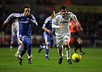 Pictured L-R: David Luiz of Chelsea and Danny Graham of Swansea. Tuesday, 31 January 2012<br />