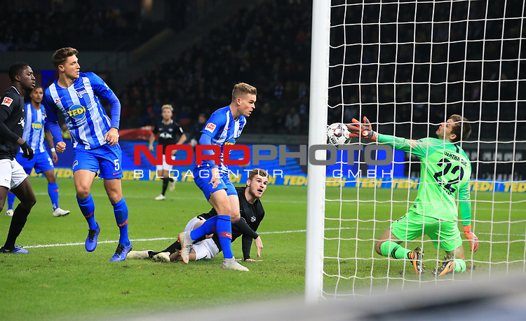 03.11.2018, OLympiastadion, Berlin, GER, DFL, 1.FBL, Hertha BSC VS. RB Leipzig, <br /> DFL  regulations prohibit any use of photographs as image sequences and/or quasi-video<br /> <br /> im Bild 0: 1 durch Timo Werner (RB Leipzig #11), Rune Jarstein (Hertha BSC Berlin #22), Niklas Stark (Hertha BSC Berlin #5), Maximilian Mittelstaedt (Hertha BSC Berlin #17)<br /> <br />       <br /> Foto © nordphoto / Engler