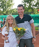 August 9, 2014, Netherlands, Rotterdam, TV Victoria, Tennis, National Junior Championships, NJK,  Prize giving, Richard Krajicek with Tess Menten, runner up  girls 12 years<br /> Photo: Tennisimages/Henk Koster